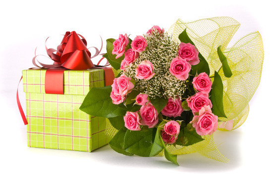 photodune 1320863 beautiful roses bouquet and present box on white background xs 2